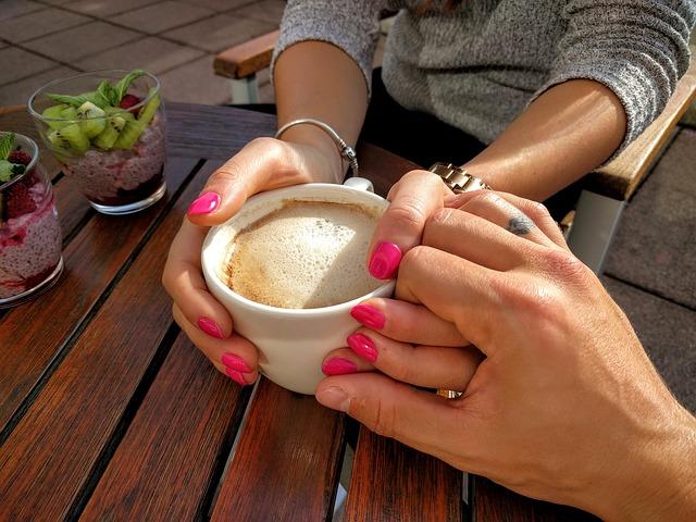 ruce, hrnek, káva