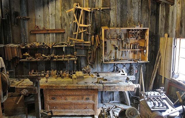 dílna, různé nástroje