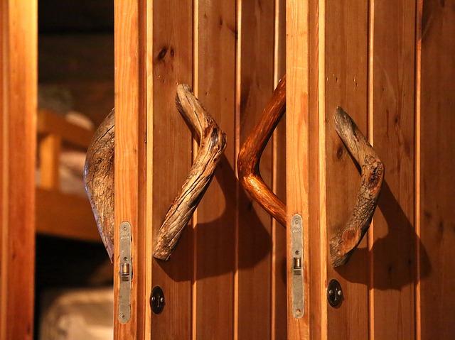 dřevěné dveře, dřevěné kliky