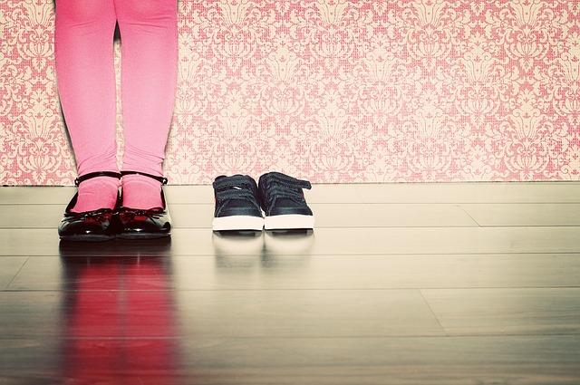 nohy, růžové punčocháčky, boty