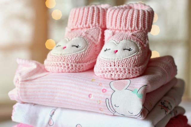 dětské růžové oblečení, botičky