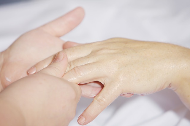 ruce, masáž dlaní