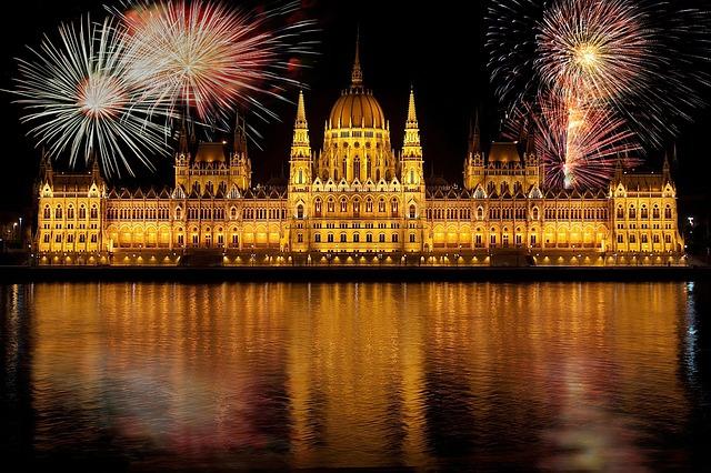 ohňostroj nad Budapeští