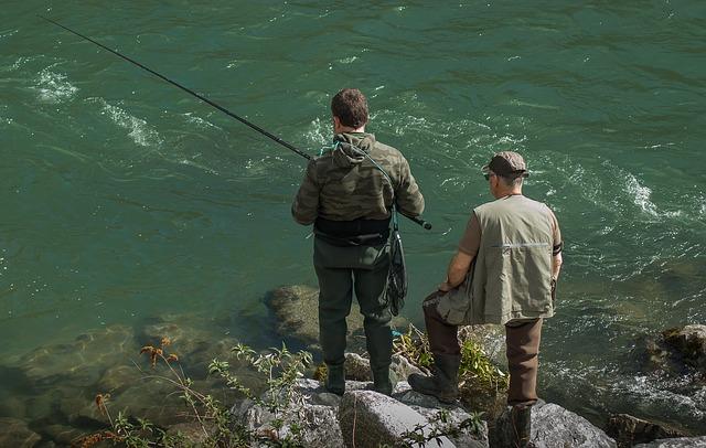 rybáři u vody