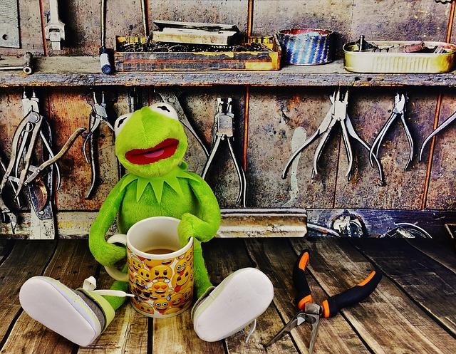 žába s kávou