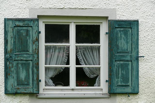 okenice a záclony