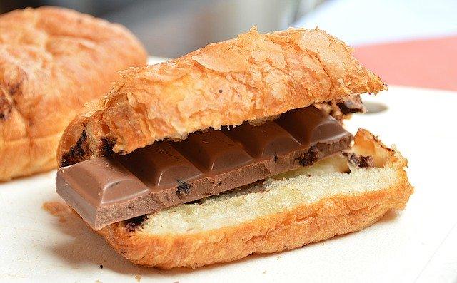 croissant s čokoládou.jpg